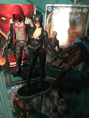 DC Comics collectibles Catwoman cover girls statue for Sale in Pennsauken Township, NJ