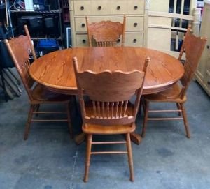 Steve Silver Company Oak Wood Dining Table Set With 4 Pressed Back Chairs for Sale in Tampa, FL