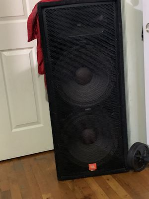 Jr. JBL. Passive. In good condition 15. Inch. Pick up in. Brooklyn sunset park for Sale in Brooklyn, NY