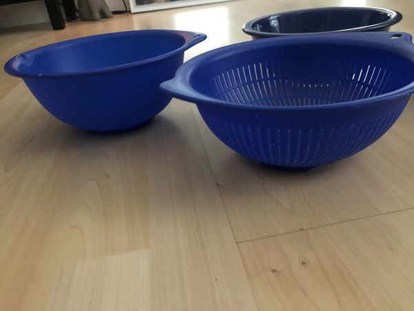 4pc Blue Kitchen Set- Pyrex mixing bowls and plastic strainer bowl