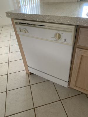 GE Kitchen appliances nice condition . DW, micro stove and a side by side with ice/ water dispenser . for Sale in Orlando, FL