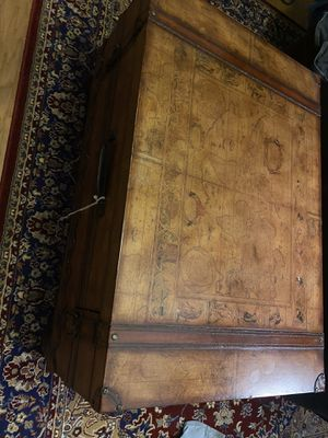 Antique coffee table for Sale in Tampa, FL