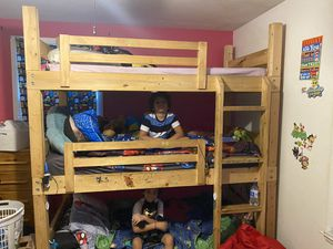 Triple twin bunk bed for Sale in Nashville, TN