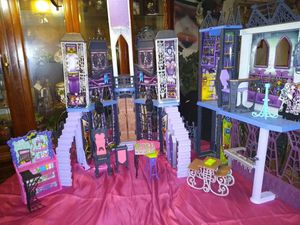 lil bratz monster high doll house $75.00 for Sale in Burkeville, VA