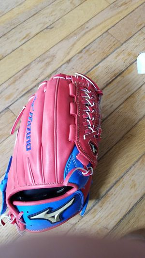 Mizuno 11.75 baseball glove RH throw for Sale in Dracut, MA