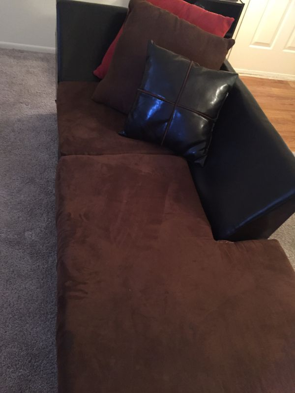 L- Sectional Sofa W/ Pillows