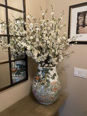 Antiques Vase with floral arrangement for Sale in Cave Creek, AZ