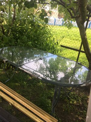 Table and chairs for Sale in St. Louis, MO