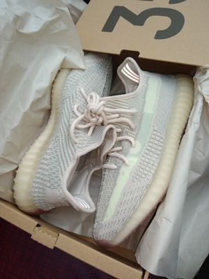 Adidas Yeezy Citrins 350s SIZE 9M for Sale in Alexandria, VA