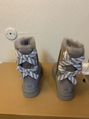 100% Authentic Brand New in Box UGG Bailey Bow II Diagonal Stripes Boots / Women size 5 for Sale in Pleasant Hill, CA