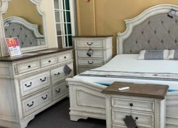 🌜Instock 🗨️Realyn Chipped White Panel Bedroom Set ♦️New for Sale in Silver Spring,  MD