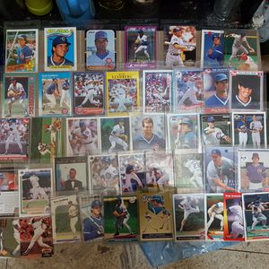 Ryne sandbreg baseball card collection over 40 cards for Sale in Brooklyn, NY