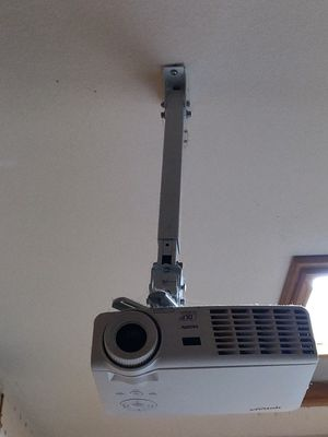 Vivitek DLP 3D PROJECTOR WITH 120' SCREEN for Sale in Victorville, CA