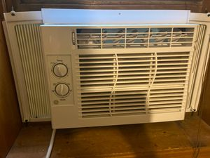AC window unit Bought about four months ago for Sale in Columbus, OH