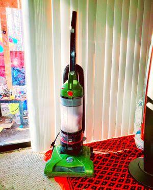 Hoover T-Series WindTunnel Rewind Bagless Upright Vacuum, UH70120 for Sale in Lorton, VA
