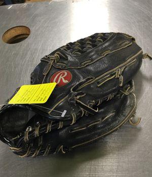 Rawlings righty 10 to 12 In Glove for Sale in Matawan, NJ