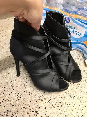 Women's sandal size 7 for Sale in Dallas, TX