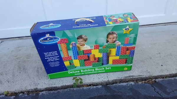 Kids build blocks.