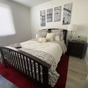QUEEN Bed Frame (3) Piece Set for Sale in Los Angeles, CA