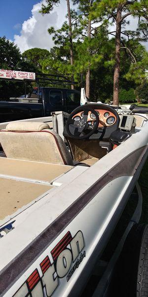 1999 triton bass boat for Sale in Vero Beach, FL
