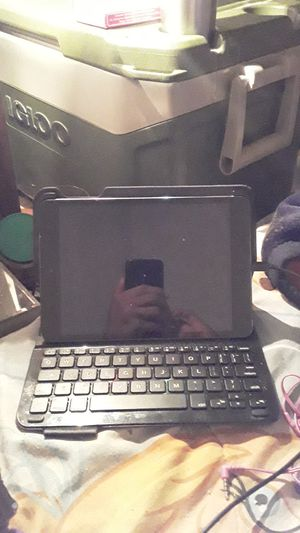 Apple iPad pro w/smart keyboard for Sale in Houston, TX