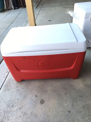 Igloo red and white cooler for Sale in Fresno, CA