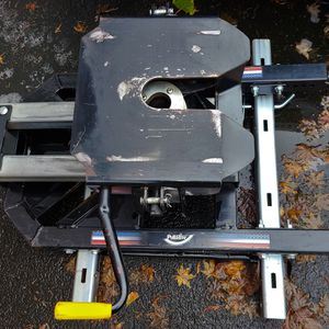 Pullrite Superglide 5th Wheel Hitch/2020 GMC Rails for Sale in Issaquah, WA