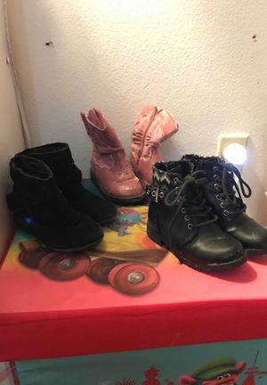 Toddler girl shoes size 7 for Sale in Palm Springs, CA