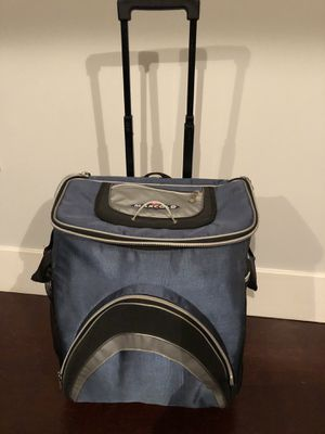 Igloo Rolling Cooler Bag for Sale in Tampa, FL