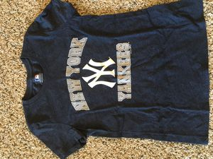 Ladies Small New York Yankees Baseball Tshirt for Sale in Brunswick, OH