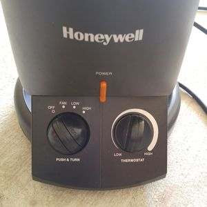 Honeywell 360 surround space heater for Sale in San Antonio, TX