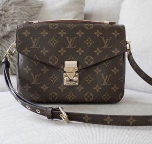 Louis Vuitton Pochette metis crossbody purse. for Sale in San Diego, CA
