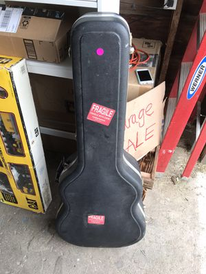 Guitar case for Sale in Grants Pass, OR
