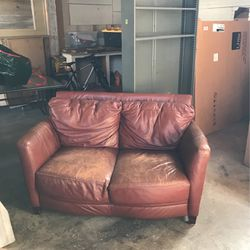 Love Seat And Metal Shelf $20 for Sale in Everett,  WA