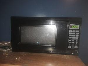 Rival 700 watt microwave for Sale in De Witt, IL