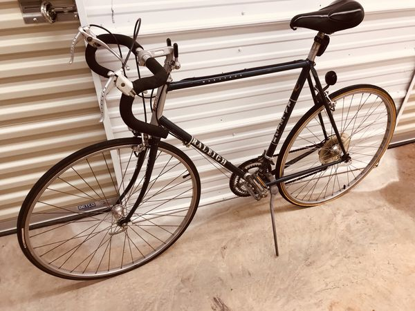 Vintage early 1980s Raleigh English Marathon Racer ten-speed racing bike. Tall men's Model 502.