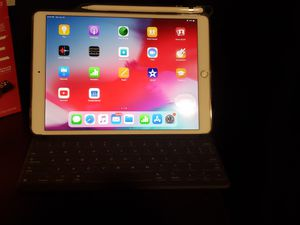 "Apple ipad Air 10.5"" 256gb wifi for Sale in Garden Grove, CA"