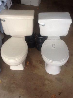 2 toilets for Sale in Glendale, AZ