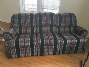 Reclining 3 seat sofa couch in plaid pattern for Sale in Cleveland, OH