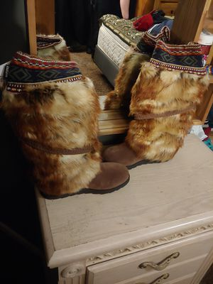 W0mens mukluks boots for Sale in San Bernardino, CA