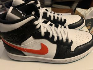 Air Jordan 1 mid W size 12/men's size 10.5 for Sale in Los Angeles, CA