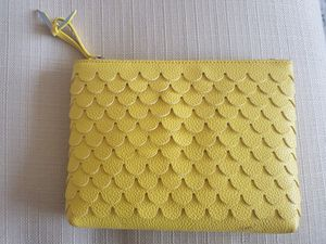 Yellow wristlet for Sale in Chicago, IL