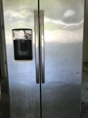 GE refrigerator with ice maker for Sale in Wahneta, FL