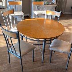 Dining Room Table/ 4 Chairs + Two Bar Stools for Sale in Orlando,  FL