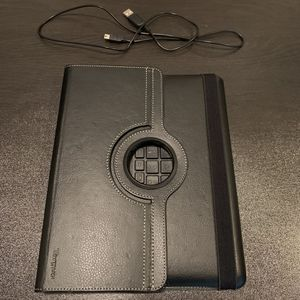 Targus IPad Tablet Case With 360° Rotation and Bluetooth Keyboard. IPad 2,3 & 4 for Sale in San Diego, CA