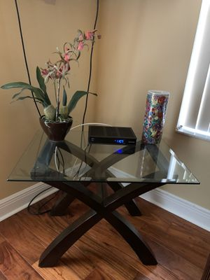Set Coffee table and two end tables like new $150 for Sale in Orlando, FL