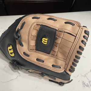 "Wilson A360 13"" Oversized Pocket Softball Glove Right Hand Throw Back AO360ES13 for Sale in Bakersfield, CA"
