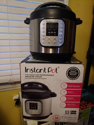 Instant pot 7 in 1. Multi cooker 6 qt for Sale in Hope Mills, NC