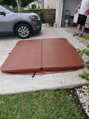 Hot tub cover 1 year used almost new 79x79 for Sale in FL, US