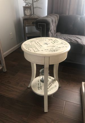 Side table. Great condition. for Sale in Clovis, CA